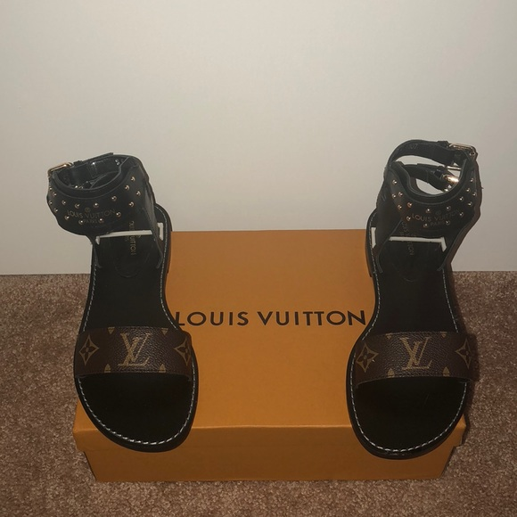 8470b0e61de Women s LV Nomad Sandals